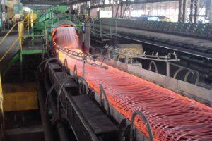 Nghịch lý cổ phiếu ngành thép