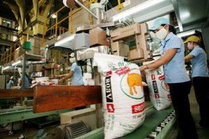 """Doanh nghiệp sản xuất thức ăn chăn nuôi: """"Phản công"""" giành thị phần"""