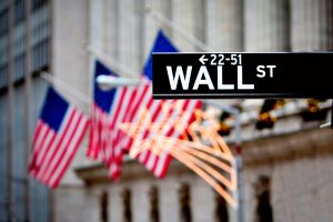 Cổ phiếu bị bán tháo trên toàn cầu