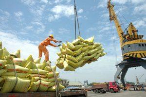 Cập nhật hoạt động thương mại tháng Mười – Thặng dư thương mại duy trì