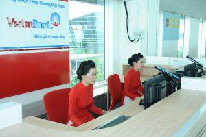 """Fitch nâng xếp hạng tín nhiệm 3 """"ông lớn"""" ngân hàng Việt Nam lên BB-"""