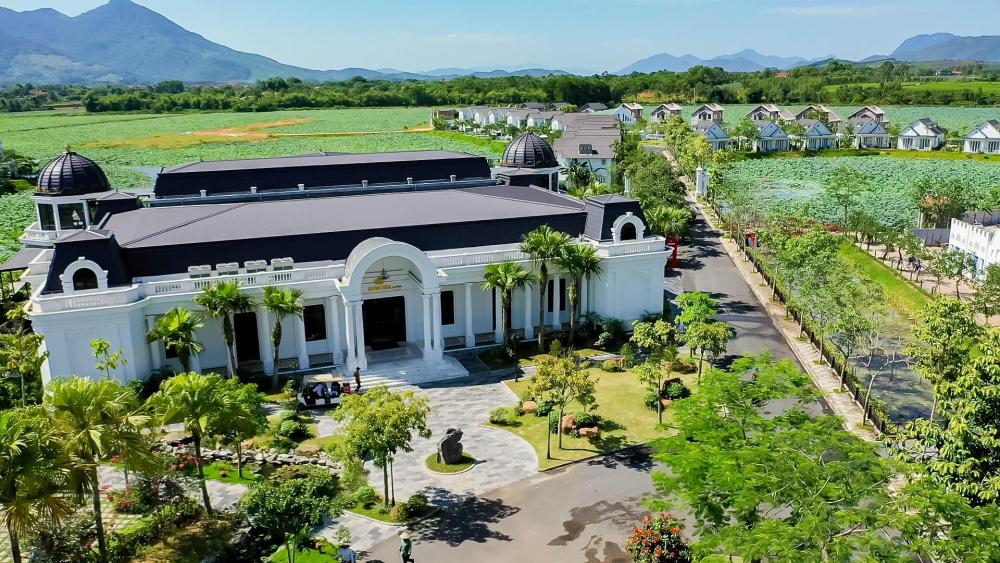 Trung tâm hội nghị quốc tế Golden Lotus Palace – Vườn Vua Resort & Villas